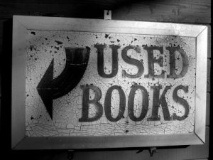 BookMillUsedBooksSign_grayscale